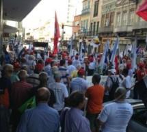 Portuários se reúnem em frente ao prédio do Portus no Rio e exigem pagamento de dívidas